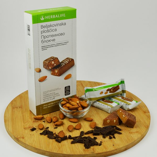 protein-bar-almond front